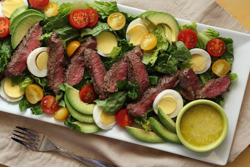 Paleo-newbie-steak-salad-2-1266x850 (1)
